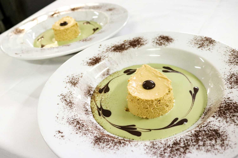 dolce-dell'oste-alla-nocciola-su-crema-di-pistacchio-(4)